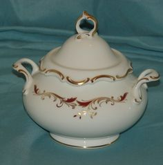 ROYAL DOULTON FINE BONE CHINA SUGAR BOWL & LID     PATTERN IS STRASBOURG #4958     FROM THE ESTATE OF BILLY PRESTON