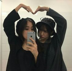 Find images and videos about friends, korean and asian on We Heart It - the app to get lost in what you love. Ullzang Girls, Ullzang Boys, Girls In Love, Best Friend Pictures, Bff Pictures, Friend Photos, Bff Goals, Best Friend Goals, Korean Girlfriend