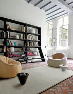 TOLBIAC Introduces a 3rd dimension into the world of shelving units: with one side shaped, it forms a triangular shape which evolves to the point where the shelves regain their straight shape at the 5th level. The front edge is worked in a helix shape to follow the slope of the side panel and bring purity to the overall piece. Available in two versions: shelving unit H 215 & shelving unit H 260. Available in natural or black-stained oak veneer.