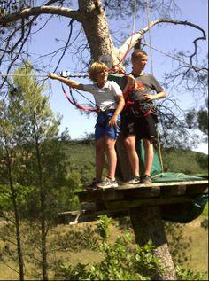 La forêt vous manque? Vous n'avez pas le vertige, et grimper dans les arbres ne vous fait pas peur? Alors partez pour une aventure accrobranche avec Forest Parc!