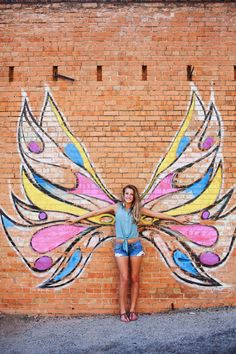 SENIOR STYLE GUIDE, Buying a new indisputable fact that everyone in your family will enjoy doing together outside? Murals Street Art, Mural Art, Street Art Graffiti, Wall Mural, Chalk Photography, Senior Photography, Concept Photography, Chalk Photos, Sidewalk Chalk Art