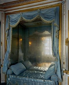 Marie-Antoinette's bed at Versailles. By Robert Polidori, Louis Xiv, Marie Antoinette, Alcove Bed, Bed Nook, Interior Exterior, Interior Design, Palace Interior, Style Français, French Style