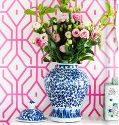 Gorgeous, gorgeous, gorgeous. I never have had a thing for this type of pottery, but with this wallpaper, I love it!