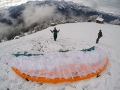 It's been a while since my last article.. Now you know what kept me busy. This is why I started paragliding in Interlaken! WARNING: Don't read this if you don't want to start paragliding yourself!