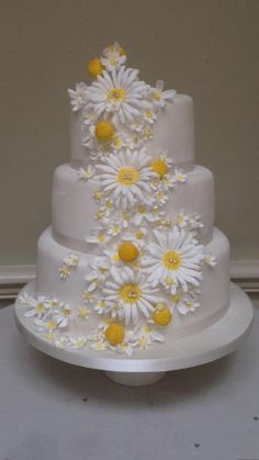 "Love Candy Cakes on ""Daisy cake this week Daisy Wedding Cakes, Daisy Cakes, Amazing Wedding Cakes, Unique Wedding Cakes, Wedding Cake Designs, Amazing Cakes, Daisy Wedding Decorations, Wedding Ideas, Gorgeous Cakes"