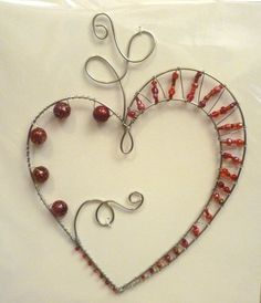 Handmade silver tone wire wrapped heart, with assorted red beads. Wire Crafts, Metal Crafts, Jewelry Crafts, Wire Wrapped Jewelry, Wire Jewelry, Copper Wire Art, Wire Ornaments, Creation Deco, Wire Weaving