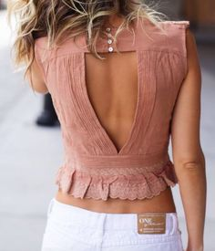 I love the colour and style of this beautiful blouse!