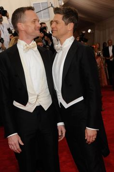 And these loving eyes. 17 Times Neil Patrick Harris And David Burtka Made Us Believe In Love Again David Burtka, Gay, Lesbian, Musical Film, Neil Patrick Harris, Himym, How I Met Your Mother, Love Again, Celebs