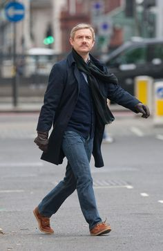 "Martin Freeman -- ""GUYS look at what he is wearing! A long coat gloves and a scarf,what he usually doesn't wear when he goes out, usually what Sherlock wears T-T"" Sherlock Bbc, Sherlock Season 3, Sherlock Fandom, Martin Freeman, Benedict Cumberbatch, British Things, Sherlolly, Arthur Conan Doyle, 221b Baker Street"