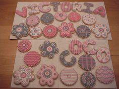 Cookies to match a cake inspire by the bedding of little Victoria. Shortbread butter cookies decorated with royal icing.