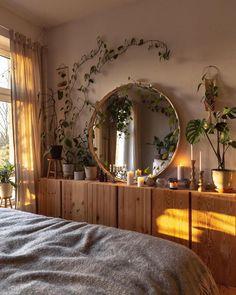 "SoLebIch.de's Instagram post: ""@caropeony hat ihr Schlafzimmer ganz besonders gemütlich eingerichtet! 😍 #repost . . . . . . #bedroom #bedroomdecor…"" Decorating Your Home, Interior Decorating, Interior Design, Dream Apartment, Apartment Living, Home Room Design, House Design, Home Bedroom, Bedroom Decor"