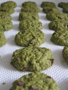Matcha Oatmeal Cookies from Blessed Homemaker: Aspiring Bakers CNY Cookies I,ve made it and love this. My friend love this too. Oatmeal Cookie Recipes, Oatmeal Chocolate Chip Cookies, Chocolate Chips, Green Tea Cookies, Green Tea Dessert, Foods For Abs, Healthy Snacks, Healthy Recipes, Tea Recipes