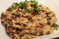 Il risotto ai funghi porcini è una classica ricetta per cucinare i funghi porcini. Un piatto, che profuma di bosco, ideale per una cena invernale con gli amici e buon bicchiere di vino. Preparazione Mettete i funghi secchi a rinvenire in ammollo in acqua tiepida per almeno due ore. Preparate il brodo con 1 litro […]