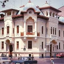 Imagini pentru casa in stil neoromanesc