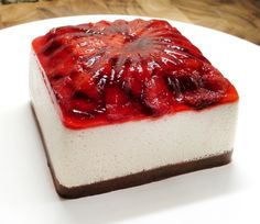 The Jello Mold Mistress of Brooklyn, Cheesecake Cupcakes, preserve topped cheesecake. Jello Recipes, Köstliche Desserts, Cheesecake Recipes, Delicious Desserts, Dessert Recipes, Yummy Food, Jello Cheesecake, Dessert Healthy, Strawberry Cheesecake