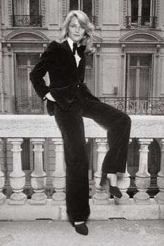Charlotte Rampling indossa Lo Smoking Yves Saint Laurent 1974 -