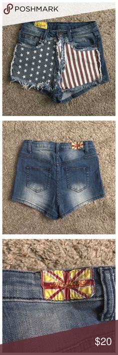 """Machine Sz 28 High Waist American Flag Jean Shorts Excellent condition; Across waist - 14"""" (stretches comfortably up to 15""""); Front rise - 11""""; Inseam - 1.5""""; Cotton, Elastane Machine Shorts Jean Shorts"""