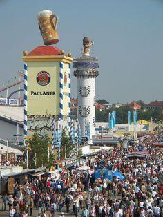 Oktoberfest-Impressionen wurde in Deutschland, München aufgenommen und hat folgende Stichwörter: München, Oktoberfest.