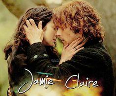 """Outlander,il Mondo di Jamie & Claire - The Italian Fangroup ~Prigioniero di Nessuno~  """"Ti ho amata dal primo momento che ti ho vista, Sassenach"""", mi disse, la voce ridotta a un sussurro, mentre mi guardava con quegli occhi iniettati di sangue e segnati dalla stanchezza, ma incredibilmente blu. """"Ti amerò per sempre. Non m'importa se vai a letto con l'intero esercito inglese... Be', no"""", si corresse, """"m'importerebbe, ma non mi impedirebbe di amarti."""""""