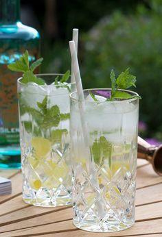 hyldeblomst og gin Drinks Med Gin, Aperol Drinks, Spicy Drinks, Smoothie Drinks, Cocktail Drinks, Cold Drinks, Fun Drinks, Smoothies, Alcoholic Drinks