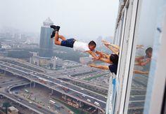 Li Wei 李日韦 - 29 levels of freedom 040-02, 2003, photo, 100x68.56cm, 120x175cm. <BR>李日韦 - 29层自由度040-02, 2003, 照片, 100x68.56cm, 120x175cm