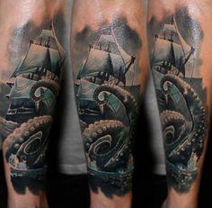 15b7f4ac53a Tattoo Kraken mit Schiff auf See