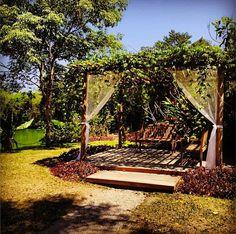 """""""Jardim encantado"""" - Espaço II para cerimônia - Em Meio do Mato Eventos"""