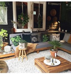 tuinzithoek Backyard Envy Buying A Luxury Watch Seven Things You Should Consider Before Buying A Wat Outdoor Rooms, Outdoor Living, Outdoor Furniture Sets, Outdoor Decor, Backyard Patio Designs, Home Remodeling, Living Room Decor, Home Decor, Easy Garden