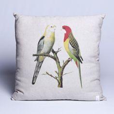 A almofada personalizada Birds Yellow and Red, são perfeitas para embelezar seu sofá, sua cama e bancos decorativos. Ela dá cor e vida ao ambiente além de proporcionar conforto para você e seus convidados. Em tecido de qualidade com enchimento e estampa de pássaros.  #Almofada #LojaSoulHome