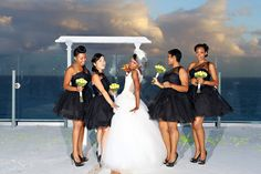 This bridal party kept their dresses short 'n sweet. | Del Sol Photography