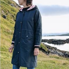 from of her 👌👍How cute is this? Perfect for her Scotland travels!She used waxed cotton which looks fab 😍 ⠀⠀⠀⠀⠀⠀⠀⠀⠀ Paper Cutting Patterns, Waxed Canvas, Scotland Travel, Couture, Slow Fashion, Raincoat, Sewing, How To Make, Cotton