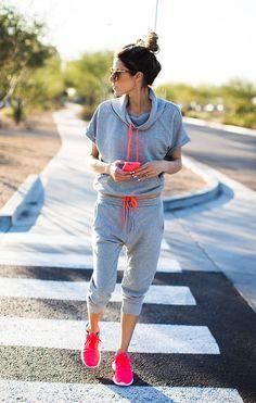 Love this grey and neon activewear | Hellofashionblog.com