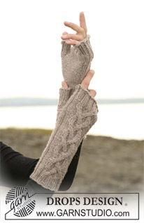 "DROPS - DROPS wrists warmers with cable pattern in ""Karisma Superwash"". - Free pattern by DROPS Design Fingerless Gloves Knitted, Knit Mittens, Knitting Socks, Knitted Hats, Wool Gloves, Knitting Patterns Free, Free Knitting, Free Pattern, Crochet Patterns"
