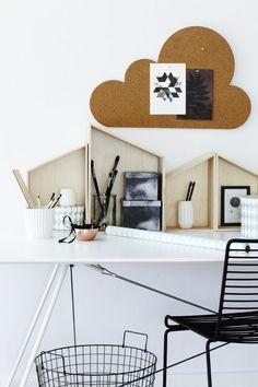 """Panneau en liège à """"découper"""" en forme de nuage ou de maison (dispo chez brico) puis à accrocher au mur"""
