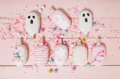 Party Planning: A Blush Pink Halloween Party - Lauren Conrad Pink Halloween, Halloween Food For Party, Halloween Birthday, Halloween Kids, Halloween Treats, Halloween Decorations, Birthday Parties, Halloween Recipe, Halloween Cupcakes