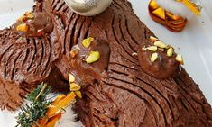 Tort Buturuga este un desert clasic care se pregateste de Craciun. Se face dintr-o foaie de rulada si crema de ciocolata. Delicious Deserts, Food Cakes, Christmas Time, Cake Recipes, Pudding, Cooking, Desserts, Noel, Cakes