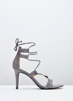 Sandalia gris de ante