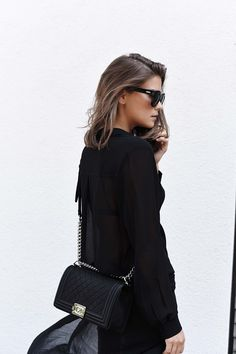 Outfit: all black w/ chanel boy bag Fashion Looks, Fashion Over 40, Fashion Beauty, Best Handbags, Chanel Handbags, Luxury Handbags, Classic Handbags, Burberry Handbags, Vanessa Bruno