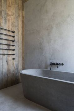 Idée décoration Salle de bain Tendance Image Description Interesting use of a structural concrete bathtub