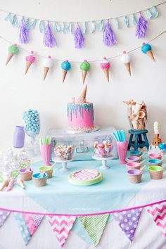 Looking to throw an ice cream themed birthday party? Jessie's Party Stop offers tips and ideas like decorating, cakes, desserts crafts and more! | Ice Cream Birthday Party