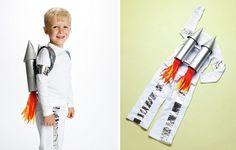 Raumfahrer  weiße Hose  und Hemd,  2 leere Blechdosen, 2 Weinkorken, Klebeband, Klebstoff, Party Hut – 2 St., Luftschlangen /in rot, orange und gelb/ silberne Farbe