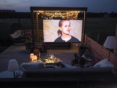 To Create Your Own Outdoor Cinema Rooftop Terrace Design, Rooftop Patio, Backyard Patio, Backyard Ideas, Outdoor Cinema, Outdoor Theater, Backyard Movie Theaters, Outdoor Projector, Hotel Paris
