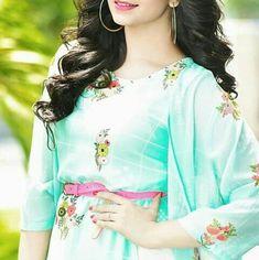 Girls Dp Stylish, Cute Girls, Hidden Face Dpz, Cool Dpz, Pics For Dp, Girl Sleeves, Cute Girl Photo, Pakistani Actress, Girl Swag