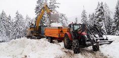 Zum Winterbeginn wird der konservierte #Schnee aus dem #Schneedepot geholt. #Snowfarming #mountaintalk Winter, Monster Trucks, Snow, Outdoor, Summer, Winter Time, Outdoors, Outdoor Games, The Great Outdoors