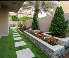 15 Smart And Appealing Small Outdoor Garden Design Ideas - TheGardenGranny Side Yard Landscaping, Backyard Patio Designs, Backyard Pools, Small Gardens, Outdoor Gardens, Minimalist Garden, Small Garden Design, Landscape Design, Contemporary Landscape