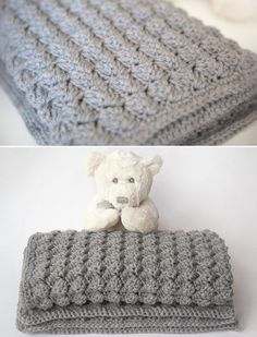 Cozy & Free Baby BlanketThis crochet pattern / tutorial is available for fre… Manta Crochet, Knit Or Crochet, Crochet Crafts, Crochet Stitches, Crochet Hooks, Crochet Projects, Free Crochet, Diy Crafts, Crochet Baby Blanket Beginner