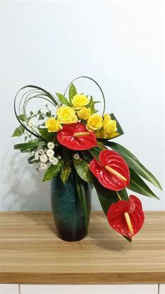 Contemporary Flower Arrangements, Tropical Flower Arrangements, Creative Flower Arrangements, Ikebana Flower Arrangement, Beautiful Flower Arrangements, Beautiful Flowers, Arreglos Ikebana, Large Flower Pots, Church Flowers
