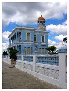 Blue vs blue - Cienfuegos, Cienfuegos http://www.cuba-junky.com/cienfuegos/cienfuegos-city-home.htm