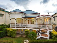 Pretty. 80 Park Parade, Shorncliffe, Qld 4017