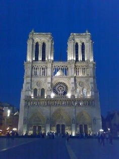 Cattedrale Notre Dame de Paris...one of the interesting places we have been to.